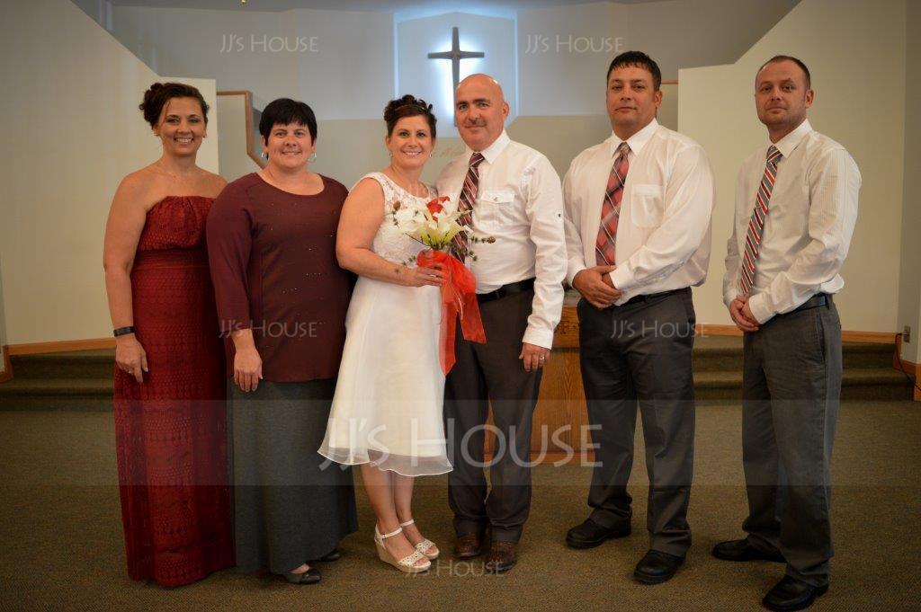 A-Line/Princess Scoop Neck Knee-Length Organza Lace Wedding Dress (002015023)