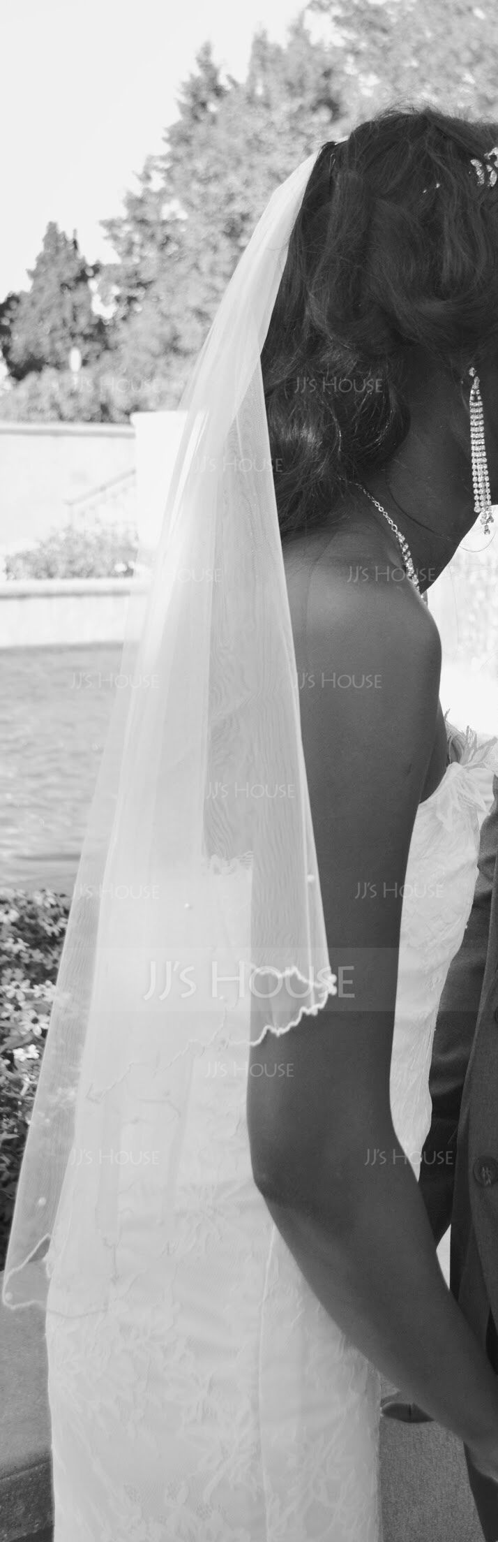 One-tier Waltz Bridal Veils With Scalloped Edge (006052972)