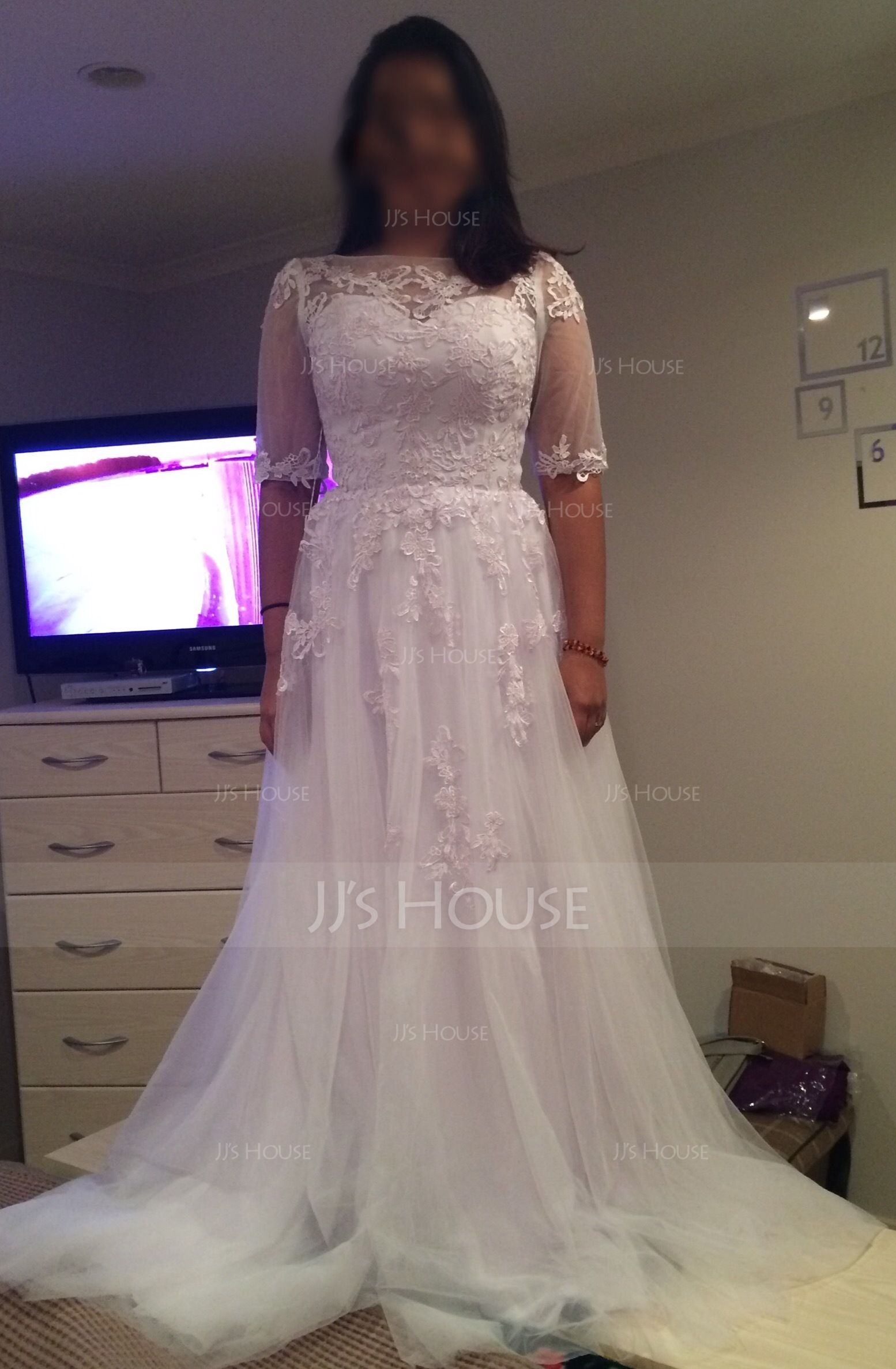 A-Line/Princess Scoop Neck Court Train Tulle Wedding Dress With Appliques Lace (002081900)